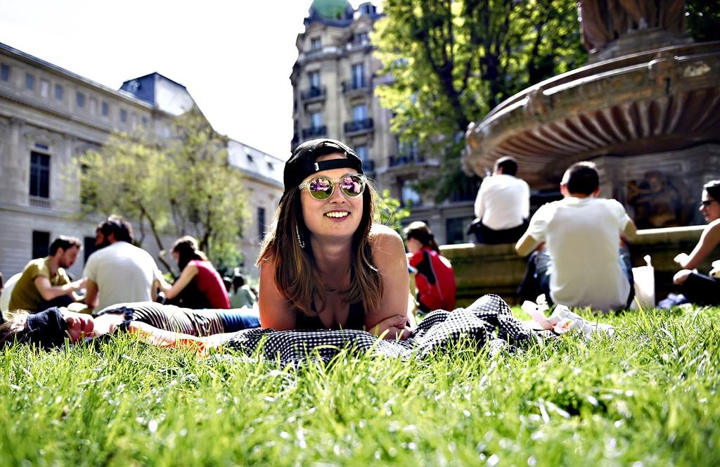 Tại Sao Là Kinh Đô Thời Trang Nhưng Người Pháp Chỉ Có 10 Bộ Đồ