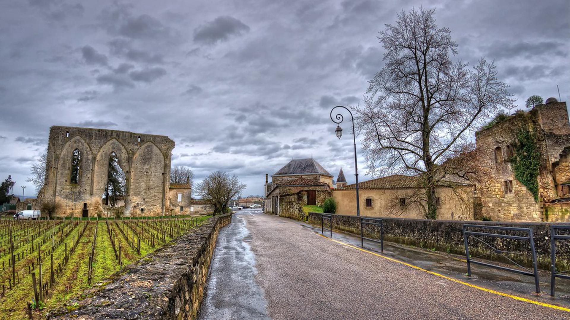 Rượu Vang Chateau Les Grandes Murailles